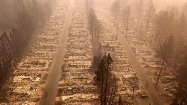 Sube a 84 cifra de muertos por incendio forestal — California