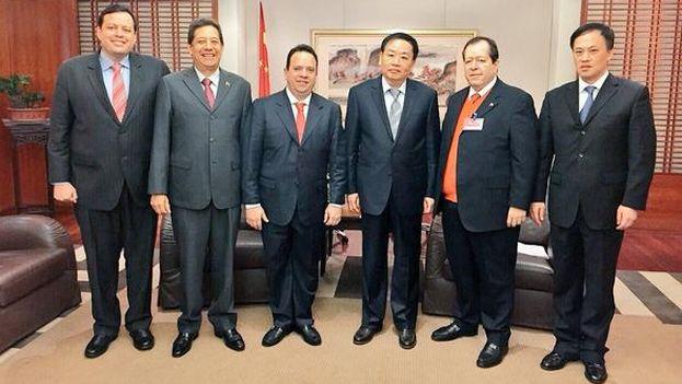 Imagen de la reunión publicada por el vicepresidente Rodolfo Marco Torres en su cuenta de Twitter