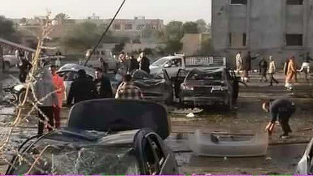 Imagen de la zona próxima al atentado este jueves en Zliten, Libia. (@NadiaR_LY)