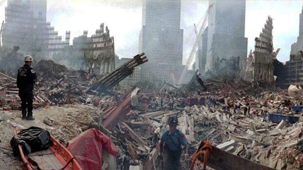 Imagen del 21 de setiembre del 2001, equipos de rescate seguían en la búsqueda de cuerpos. (EFE)
