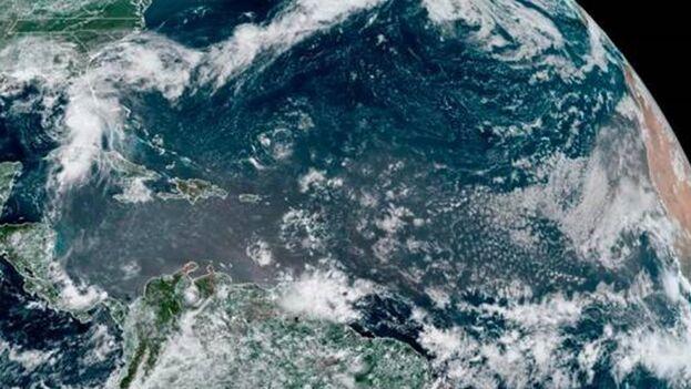 Imagen aérea de la ubicación de la tormenta tropical Elsa a las 12:10 hora local de este martes. (EFE/ NOAA-NHC)