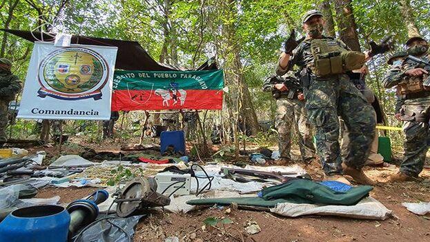 Imágenes difundidas por el Ejército paraguayo tras desmantelar el campamento guerrillero.