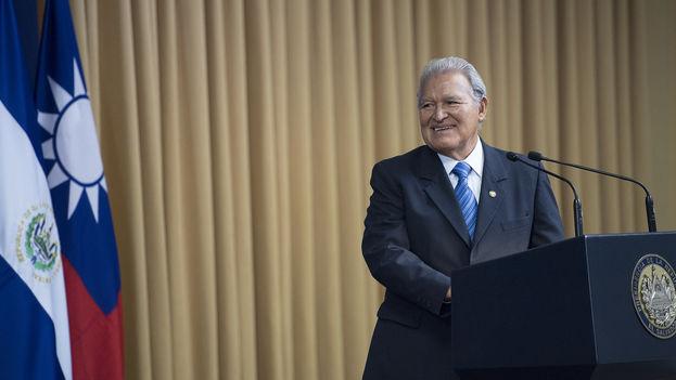 Según la consulta popular del Instituto de Opinión Pública de la UCA (IUDOP), los salvadoreños asignaron una nota de 4,41 sobre 10 al presidente, Salvador Sánchez Cerén. (CC)