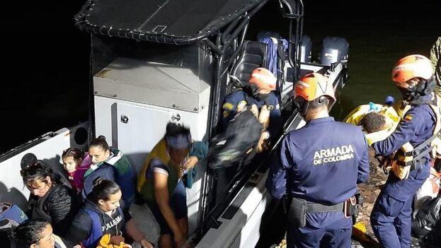 Intercepción de una embarcación que transportaba a 18 cubanos indocumentados en el golfo de Urabá en agosto de 2021. (Armada de Colombia/Archivo)