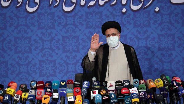 """El recién electo presidente de Irán, Ebrahim Raisí, apoyará las negociaciones nucleares que """"beneficien los intereses nacionales"""". (EFE/EPA/Abedin Taherkenareh)"""