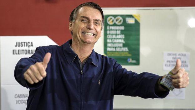 Jair Bolsonaro, que fue el primer candidato en depositar su voto, no asistió a la fiesta de su victoria, ya que prosigue su recuperación tras el ataque que sufrió a principios de septiembre. (EFE/ Antonio Lacerda)