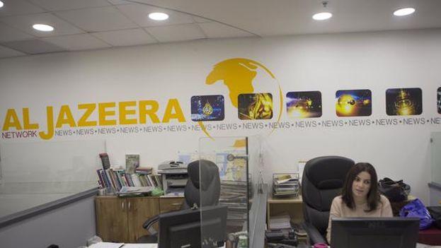 Al Jazeera publicó hoy en sus canales digitales que Israel habría iniciado el procedimiento administrativo para retirar los permisos de prensa de los trabajadores. (EFE)