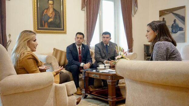 Jeanine Añez y Rosa María Payá se reunieron en el Palacio Quemado junto con otros activistas cubanos. (JeanineAñez)