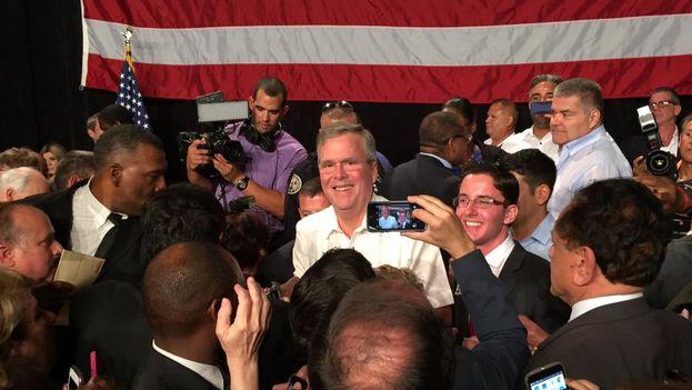 Jeb Bush este martes en en el mitin de Miami. (Twitter)
