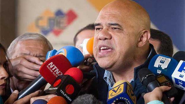 Jesús Torrealba confirmó la existencia de contactos con el Gobierno sin renunciar a la celebración del revocatorio en 2017. (@unidadvenezuela)