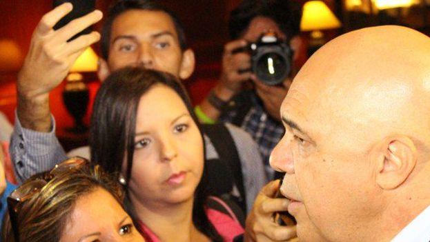 """Jesús Torrealba dijo que la oposición analizará un conjunto de propuestas de los mediadores para """"reactivar"""" y relanzar el proceso de diálogo. (@unidadvenezuela)"""