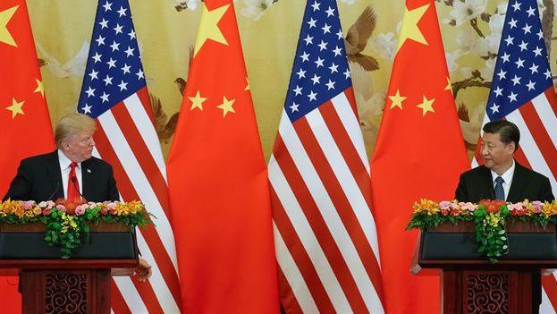 El presidente chino, Xi Jinping, y su homólogo estadounidense, Donald Trump, asistieron este jueves en Pekín a la firma de acuerdos comerciales entre las dos potencias económicas. (EFE)