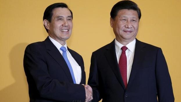 El presidente de china Xi Jinping con su homólogo de Taiwan Ma Ying Jeou