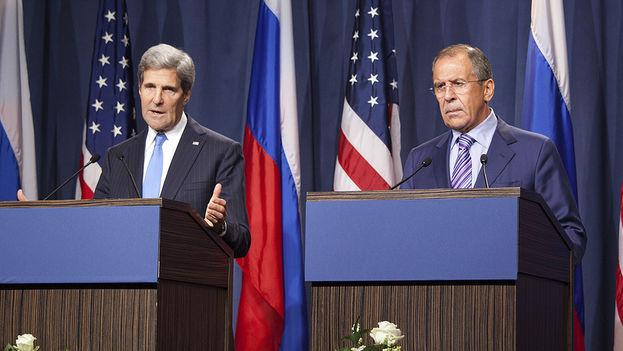 John Kerry y Sergei Lavrov juntos durante una rueda de prensa en 2013. (CC)
