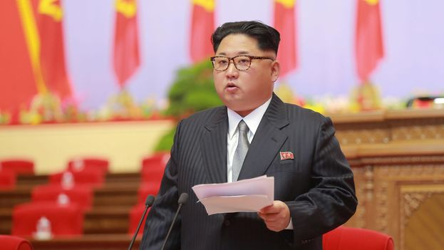 Kim Jong-un vestido con un traje de chaqueta y corbata tanto en la inauguración como en el segundo día del Congreso dominó la jornada en Corea del Norte. (EFE)