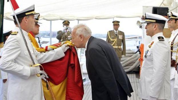 José Manuel García-Margallo abordo del 'Elcano'. (EFE)