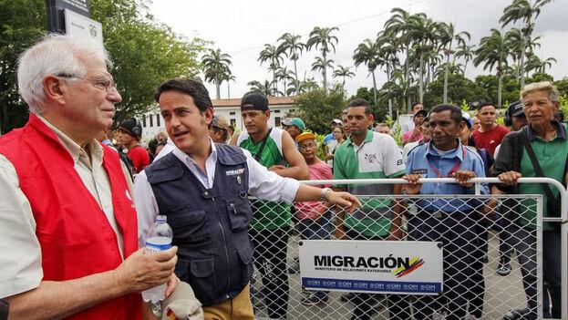 El canciller español, Josep Borrell, recorre la frontera entre Colombia y Venezuela. (Migración Colombia)
