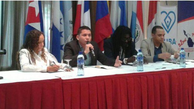 Jóvenes cubanos en el II Foro de la Juventud y Democracia en Panamá. (14ymedio)