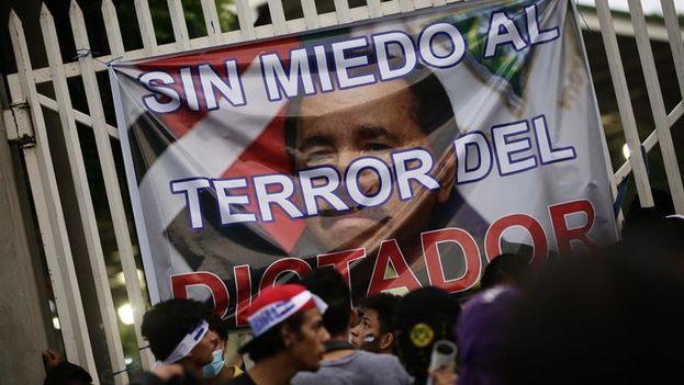 Jóvenes en Nicaragua durante una manifestación. (EFE)