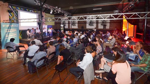 Jóvenes que participan en programación de Start Up Chile son impulsados a innovar y emprender sus negocios. (Start Up Chile