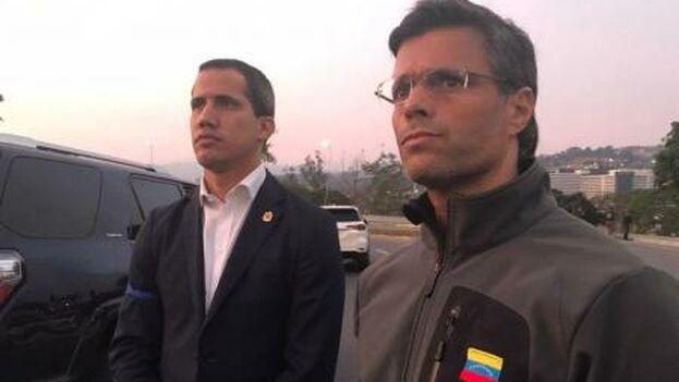 Juan Guaidó y Leopoldo López en la base de La Carlota esta mañana