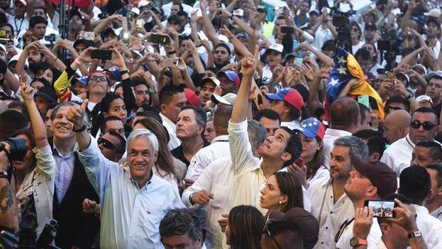 Juan Guaidó consiguió salir de Venezuela antes del cierre de fronteras y ahora se expone a ser detenido si regresa, como ha afirmado, antes del lunes. (JuanGuaido)