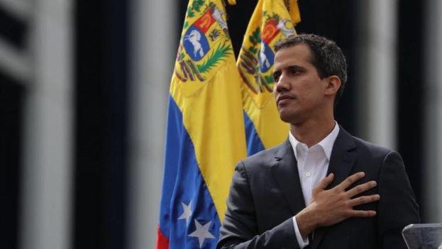 """Juan Guaidó aseguró que hoy la oposición ha querido """"tenderle la mano"""" a militares y policías. (EFE)"""