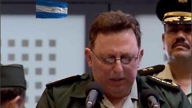 Julio César Avilés dio un discurso durante el acto por el 39 aniversario de la Fuerza Aérea, que encabezó el presidente, Daniel Ortega. (@canaltn8)