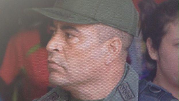 El opositor Julio Borges recordó que Bladimir Lugo fue condecorado recientemente por Maduro después de que este militar lo empujara e insultara. (atodomomento)