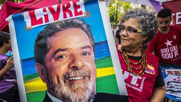 Los simpatizantes de Lula piden que sea liberado y se procese al actual ministro de Justicia y juez de Lava Jato, Sergio Moro. (Archivo)