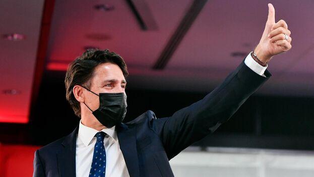 """Justin Trudeau declaró ante sus seguidores en Montreal que los votantes habían otorgado a los liberales """"un claro mandato"""". (EFE)"""