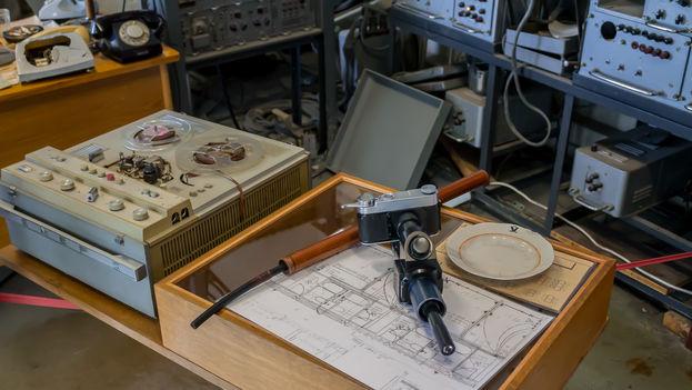 5 KGB. Una cámara usada por los agentes del KGB para capturar imágenes a través de agujeros en las paredes. (J. Isla)