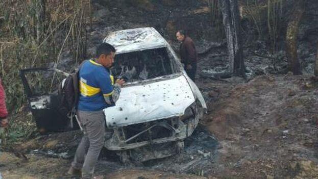 El auto de Karina García apareció calcinado con los cadáveres de la candidata y cinco acompañantes dentro. El escolta pudo abandonar el vehículo. (elpais.com.co)