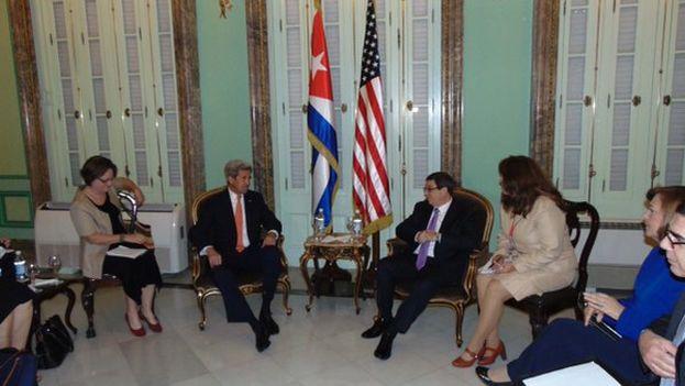 El canciller de Cuba se reunió con John Kerry en el Ministerio de Relaciones Exteriores. (@CubaMINREX)
