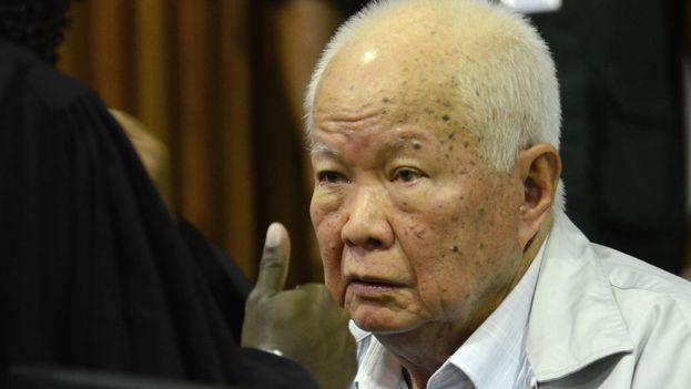 El antiguo jefe de Estado, Khieu Samphan, ha sido declararlo por primera vez culpable de genocidio y crímenes contra la humanidad. (EFE)