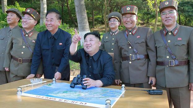 Kim Jong-un se enfrenta a nuevas sanciones en respuesta a sus recientes ensayos con misiles balísticos intercontinentales. (Fotograma oficial)