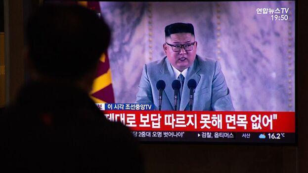 Kim visitó el miércoles en Pyongyang el Palacio del Sol de Kumsusan, donde reposan los restos embalsamados de su padre, Kim Jong-il, y de su abuelo, Kim Il-sung. (EFE/EPA/Jeon Heon-Kyun/Archivo)