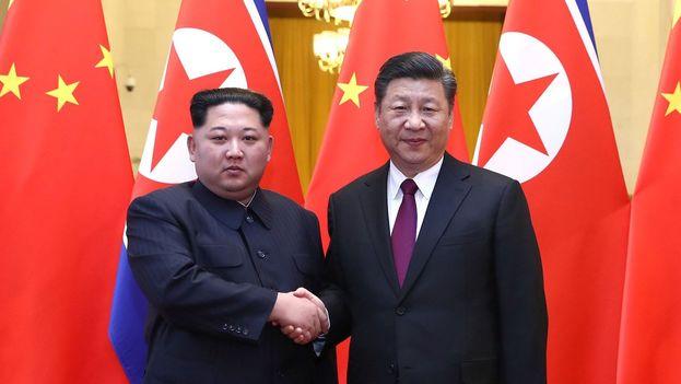 Kim y Xi volvieron a verse esta semana en un encuentro cordial previo a la cumbre con EE UU. (Xinhua)