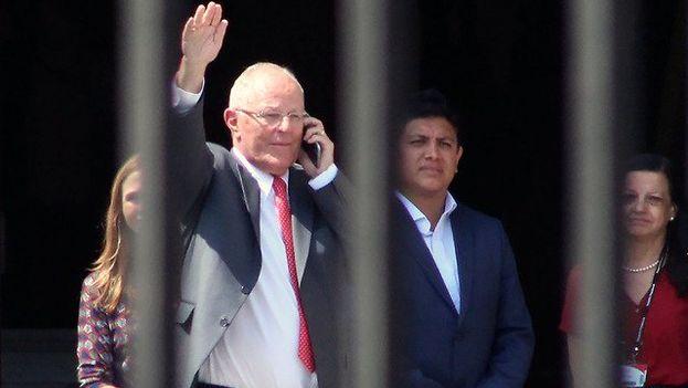 Kuczynski dejó ayer la presidencia acosado por los escándalos propios y las luchas de poder ajenas. (EFE)