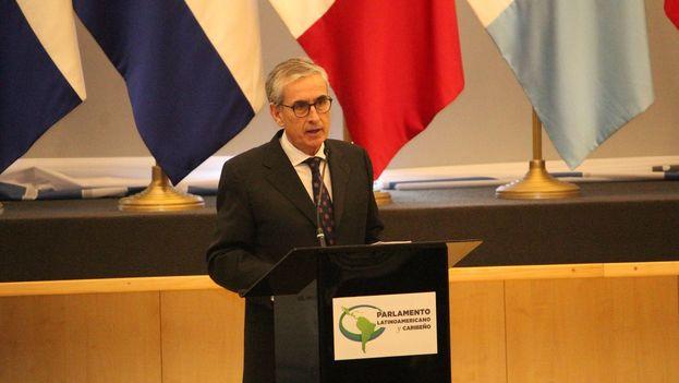 Ramón Jáuregui aprovechó para hablar en Panamá del futuro comercial de las relaciones entre Latinoamérica y la UE en el contexto de enfrentamiento entre China y EE UU. (@RJaureguiA)