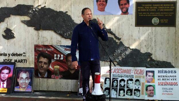 El acto celebrado este domingo en Miami se inscribe en una jornada organizada por la Red Latinoamericana de Jóvenes por la Democracia, Cuba Decide y aliados, voluntarios y activista. (EFE)