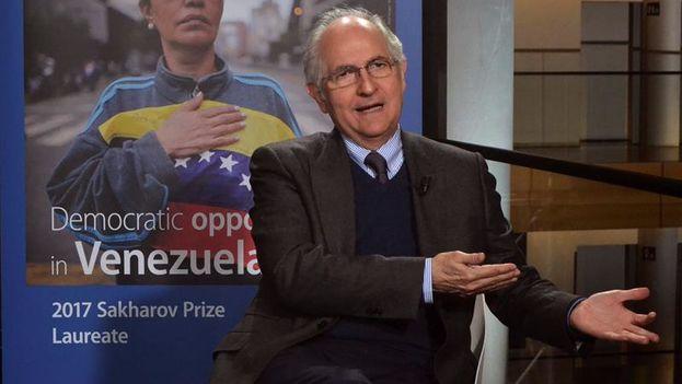 Ledezma recogerá el premio Sájarov en nombre de todos los jóvenes muertos en las manifestaciones contra Nicolás Maduro. (EFE/ Carlos Rey)