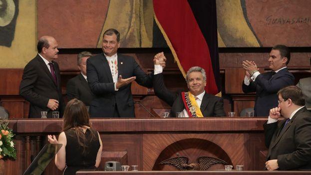 Lenin Moreno tras ser investido presidente y recibiendo el testigo de Rafael Correa. (@AsambleaEcuador)