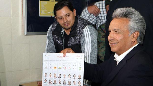 Lenín Moreno vota en las elecciones presidenciales de este domingo. (@Lenin)