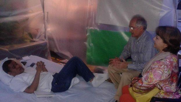 Leocenis García recibió apoyo de Antonio Ledezma en una huelga de hambre. (Twitter @LeocenisOficial)