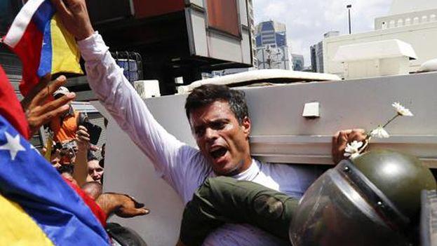 El opositor venezolano Leopoldo López a su llegada al Palacio de Justicia de Caracas. (Facebook)