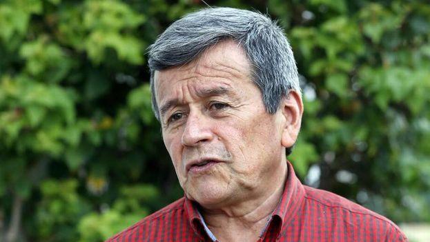 """El jefe negociador del Ejército de Liberación Nacional (ELN), el colombiano Israel Ramírez, alias """"Pablo Beltrán"""", habla con Efe el pasado miércoles, en La Habana.(Ernesto Mastrascusa/EFE)"""
