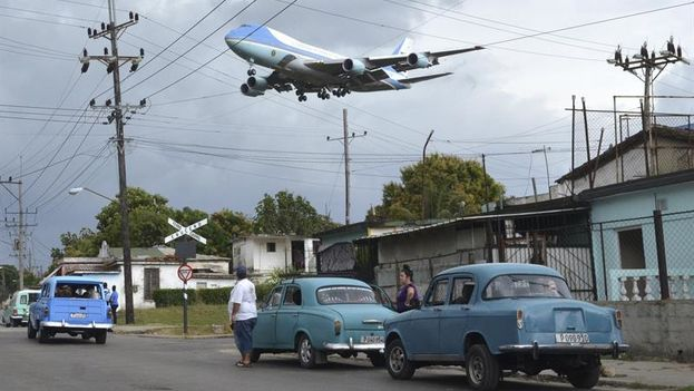 """""""Llegada del Air Force One"""", del cubano Yander Alberto Zamora, por la que ha sido galardonado con el premio de Fotografía Rey de España. (EFE)"""