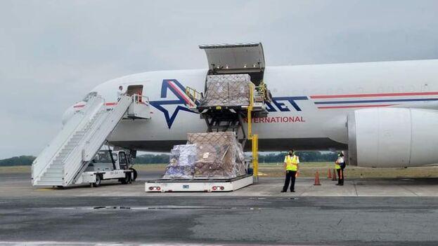 Llegada del lote con 70.000 dosis de Sputnik V a Managua este martes. (La Prensa)