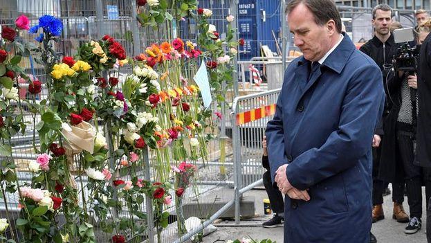 """Löfven en el lugar del ataque de Estocolmo: """"Hoy es un día de dolor"""". (EFE)"""